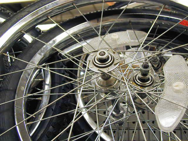 Jak zdjąć i założyć oponę rowerową? [wideo]