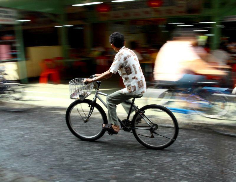 """LIDL i policja wyjaśniają: """"kierowca może nie zauważyć pędzącego roweru"""" [wideo]"""
