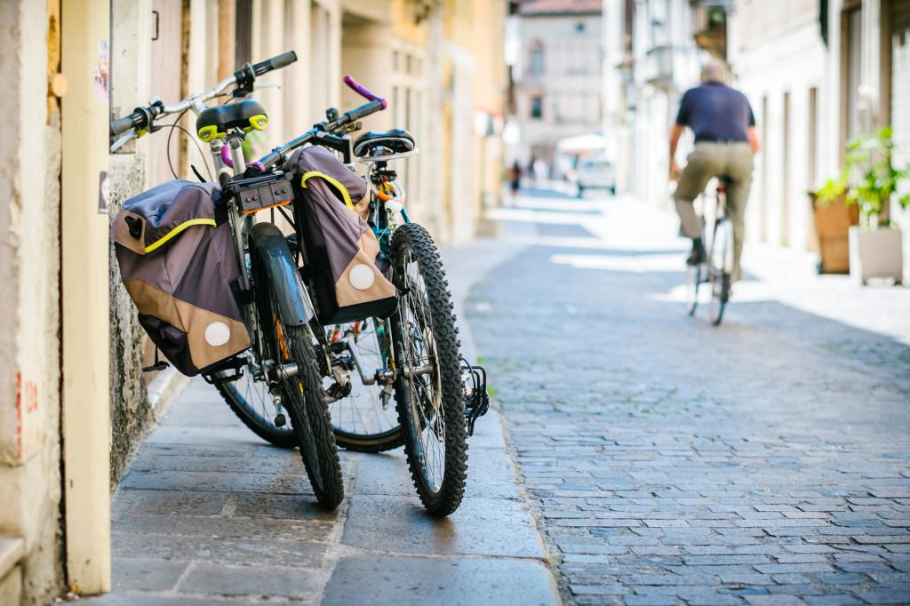 rower turystyczny z sakwami